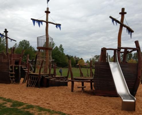 Ein abenteuerlicher Kinderspielplatz von vorne