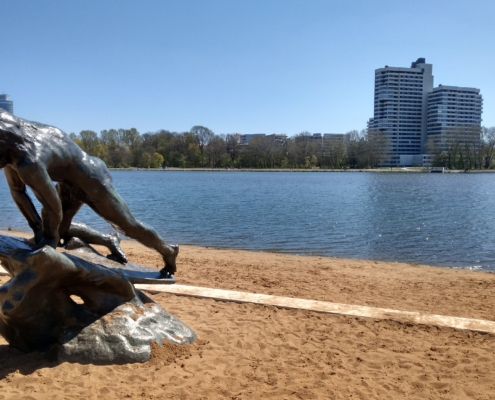 Skulptur am Strand vom Wöhrder See