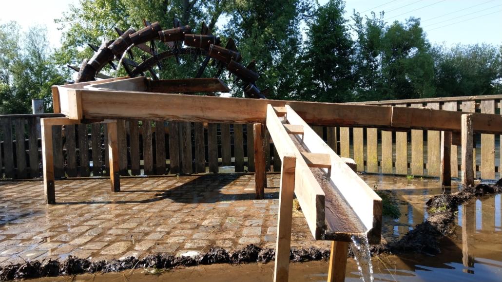 Stadelner Wasserrad Wiesengrund Fürth beim fördern von Wasser