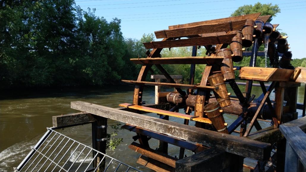 Wasserrad Stadeln in Aktion